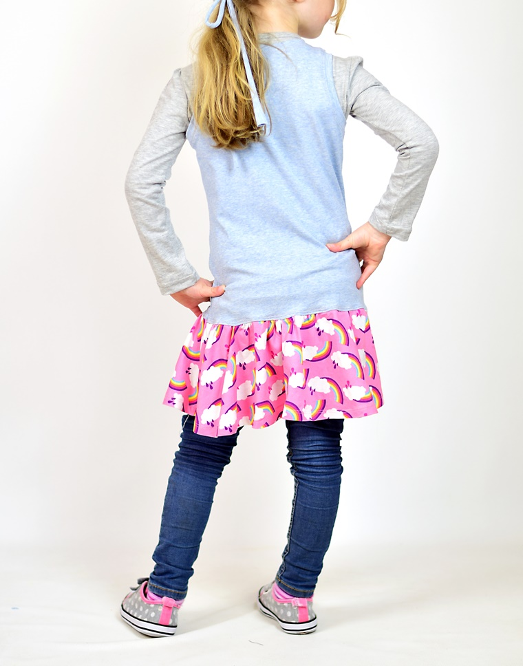 Schnittmuster Ebook zum Nähen eines Sommerkleid für Mädchen mit Regenbogen Wolke zum Geburtstag aus Jersey mit Hamburger Liebe